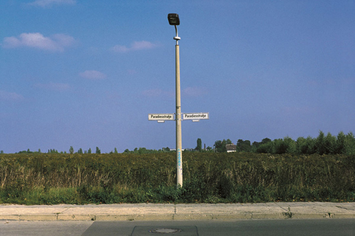 Paradiesstraße, © 1998, C-print, 126 x 186 cm