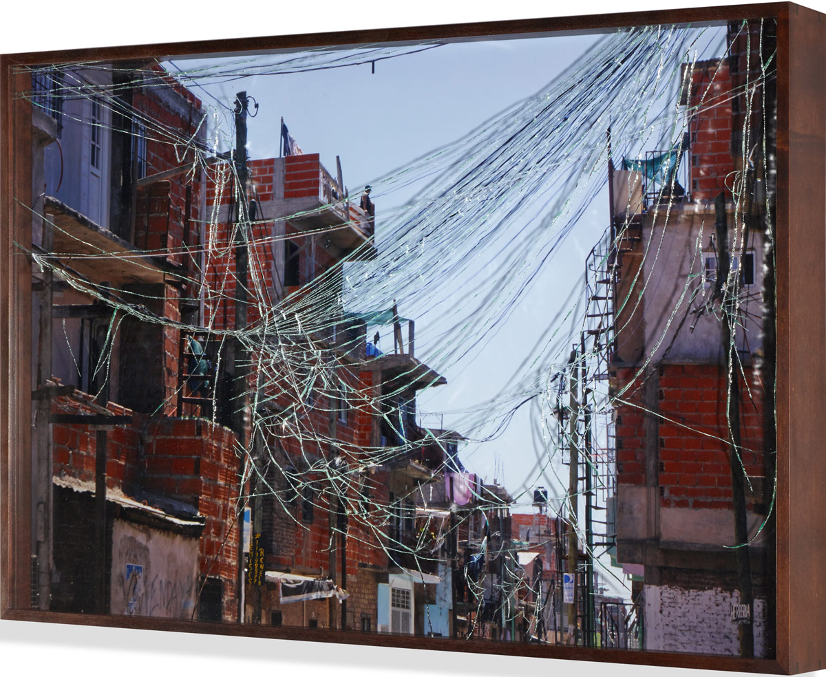 Atrapasueños V (Dreamcatcher), © 2014, C-print framed with shattered safety glass, 62 x 51 cm