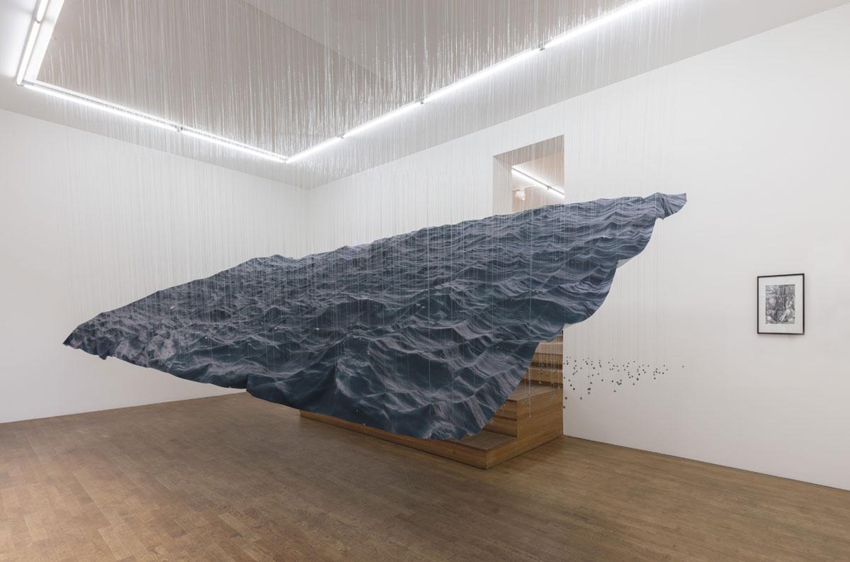 Elegy, © 2017, print on fabric, fishing line, lead balls, epoxy, acrylic,  300 x 550 x 280 cm, photo: Thomas Bruns © 2017